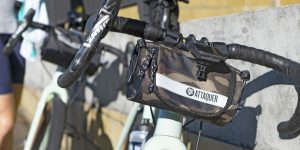 Attaquer Adventure Handlebar Bag: Free the pockets